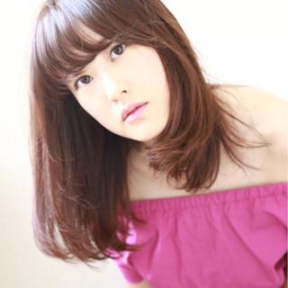 セミロング デート 透明感 フェミニン ヘアスタイルや髪型の写真・画像