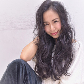 小顔 ロング 暗髪 パーマ ヘアスタイルや髪型の写真・画像 ヘアスタイルや髪型の写真・画像