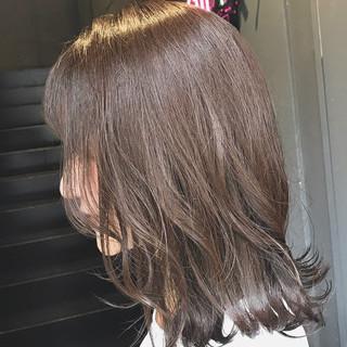 切りっぱなしボブ ミディアム ミルクティーベージュ ナチュラル ヘアスタイルや髪型の写真・画像