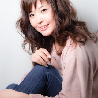 フェミニン 小顔 アッシュ パーマ ヘアスタイルや髪型の写真・画像
