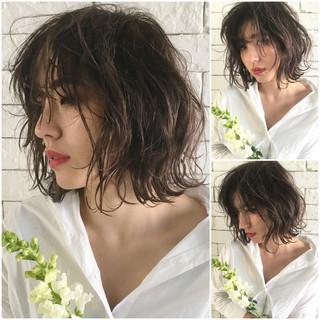 ウェーブ ミディアム 外国人風カラー 透明感 ヘアスタイルや髪型の写真・画像
