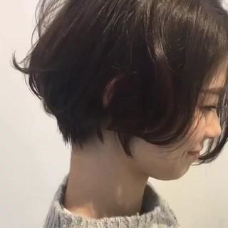 ショート ショートボブ 小顔 リラックス ヘアスタイルや髪型の写真・画像 ヘアスタイルや髪型の写真・画像