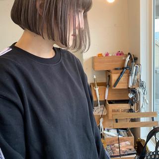 ミルクティーグレージュ オフィス ボブ アンニュイほつれヘア ヘアスタイルや髪型の写真・画像
