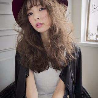 アッシュベージュ ハット ストリート パーマ ヘアスタイルや髪型の写真・画像