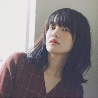 黒髪 くせ毛風 ナチュラル 暗髪 ヘアスタイルや髪型の写真・画像
