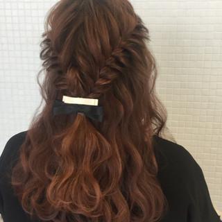ヘアアレンジ フェミニン フィッシュボーン 簡単ヘアアレンジ ヘアスタイルや髪型の写真・画像 ヘアスタイルや髪型の写真・画像