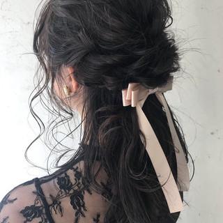 セミロング ヘアアレンジ パーティ ナチュラル ヘアスタイルや髪型の写真・画像