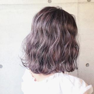 ミディアム グレージュ 透明感 ストリート ヘアスタイルや髪型の写真・画像