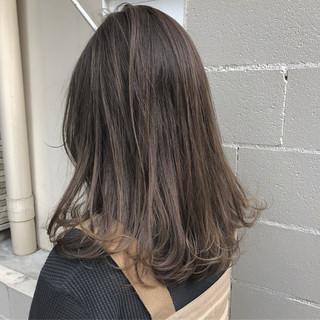 暗髪 グレージュ オフィス セミロング ヘアスタイルや髪型の写真・画像