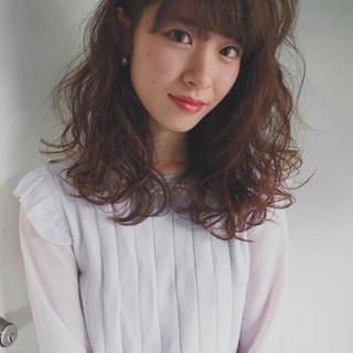 前髪あり ミルクティー フリンジバング セミロング ヘアスタイルや髪型の写真・画像