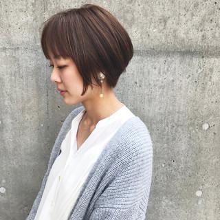 イルミナカラー アッシュグレージュ ナチュラル ショート ヘアスタイルや髪型の写真・画像