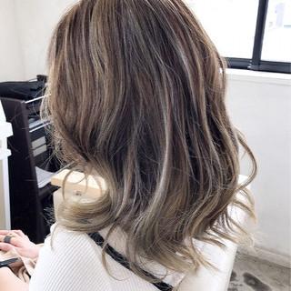 アッシュ 外国人風カラー グレージュ ナチュラル ヘアスタイルや髪型の写真・画像