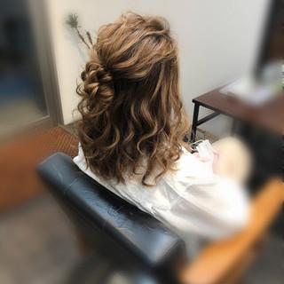 ヘアアレンジ ミディアム ねじり フェミニン ヘアスタイルや髪型の写真・画像