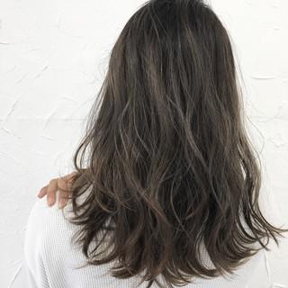 ミディアム アッシュ 外国人風 フェミニン ヘアスタイルや髪型の写真・画像
