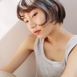 ナチュラル アンニュイ アッシュグレージュ エフォートレス ヘアスタイルや髪型の写真・画像