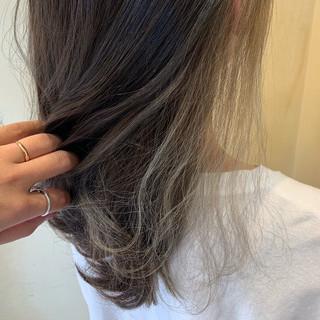 インナーカラー ナチュラル 外国人風 インナーカラーシルバー ヘアスタイルや髪型の写真・画像