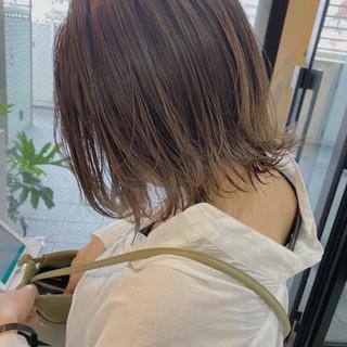 ナチュラル ミルクティーグレージュ ブリーチカラー 透け感ヘア ヘアスタイルや髪型の写真・画像