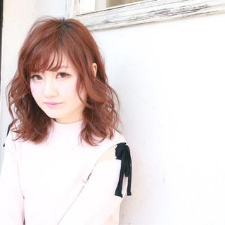 フェミニン 夏 セミロング フリンジバング ヘアスタイルや髪型の写真・画像