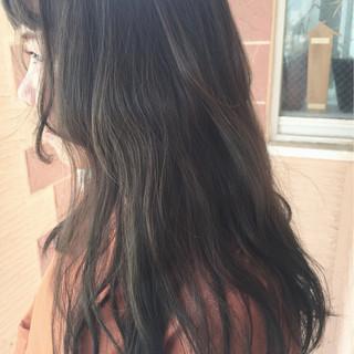 外国人風 秋 グレージュ アッシュ ヘアスタイルや髪型の写真・画像