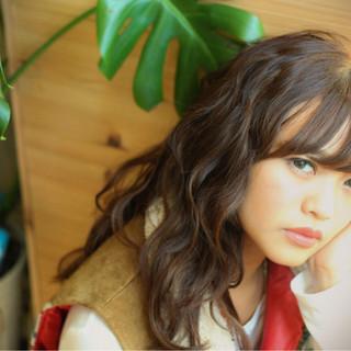 外国人風 アッシュ ロング パーマ ヘアスタイルや髪型の写真・画像