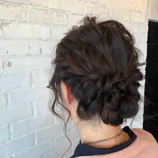 フェミニン ロング 波ウェーブ シニヨン ヘアスタイルや髪型の写真・画像
