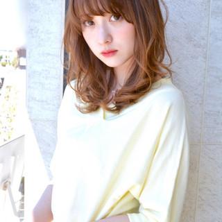 前髪あり パーマ セミロング フェミニン ヘアスタイルや髪型の写真・画像