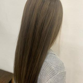 ミルクティーベージュ 透明感カラー デザインカラー ロング ヘアスタイルや髪型の写真・画像