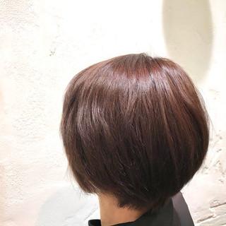ラベンダー ショートヘア ラベンダーピンク 前下がりショート ヘアスタイルや髪型の写真・画像