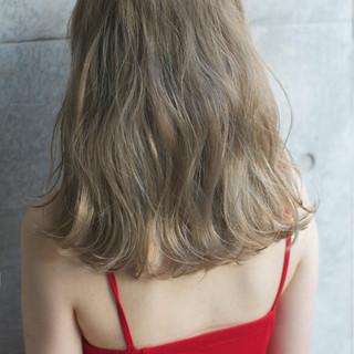 外国人風 ストリート 外国人風カラー くせ毛風 ヘアスタイルや髪型の写真・画像