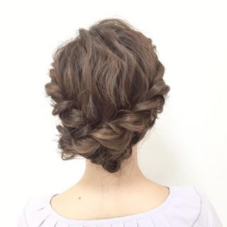 編み込み ヘアアレンジ フェミニン 波ウェーブ ヘアスタイルや髪型の写真・画像