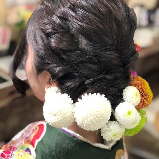 ガーリー ミディアム ヘアアレンジ 花 ヘアスタイルや髪型の写真・画像