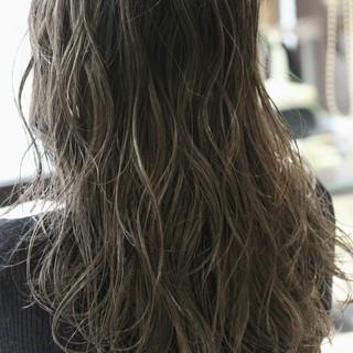 暗髪 外国人風 ロング グラデーションカラー ヘアスタイルや髪型の写真・画像