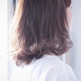 パープル ナチュラル セミロング ラベンダーアッシュ ヘアスタイルや髪型の写真・画像