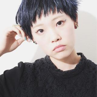 モード ショート ハイトーンカラー オン眉 ヘアスタイルや髪型の写真・画像