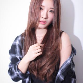 毛先パーマ ロング アッシュ ナチュラル ヘアスタイルや髪型の写真・画像