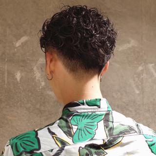 ストリート メンズパーマ 刈り上げ メンズ ヘアスタイルや髪型の写真・画像 | 刈り上げ・2ブロック専門美容師 ヤマモトカズヒコ / MEN'S GROOMING SALON AOYAMA by kakimoto arms