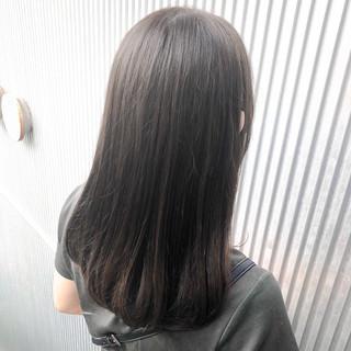 グレージュ ナチュラル ストレート セミロング ヘアスタイルや髪型の写真・画像