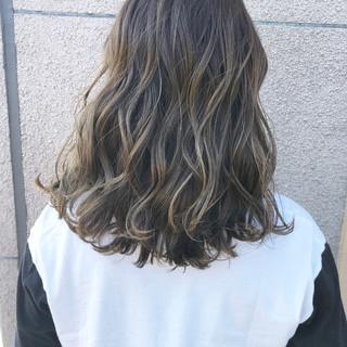 透明感カラー グレージュ セミロング 愛され ヘアスタイルや髪型の写真・画像