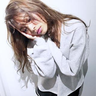 パーマ セミロング ウェーブ 外国人風 ヘアスタイルや髪型の写真・画像