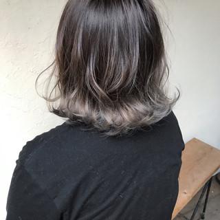 切りっぱなしボブ グレージュ 3Dハイライト ボブ ヘアスタイルや髪型の写真・画像