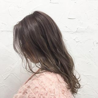 アッシュベージュ 原宿系 ロング グラデーションカラー ヘアスタイルや髪型の写真・画像