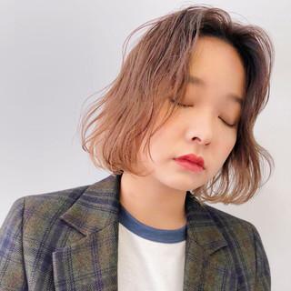 ベージュ 波ウェーブ ガーリー ハイトーン ヘアスタイルや髪型の写真・画像