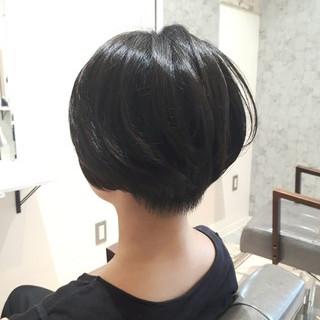 刈り上げ ナチュラル 黒髪 耳かけ ヘアスタイルや髪型の写真・画像 ヘアスタイルや髪型の写真・画像
