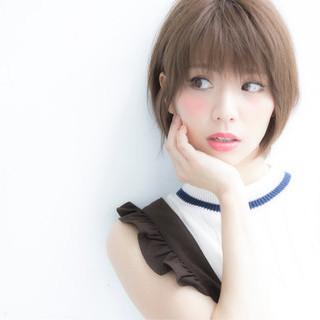 外国人風 ミディアム ナチュラル 艶髪 ヘアスタイルや髪型の写真・画像