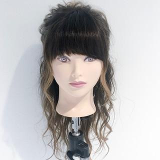 ヘアアレンジ ナチュラル ロング アウトドア ヘアスタイルや髪型の写真・画像 ヘアスタイルや髪型の写真・画像