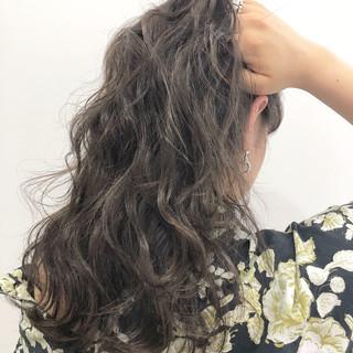 外国人風 ストリート セミロング アッシュグレー ヘアスタイルや髪型の写真・画像