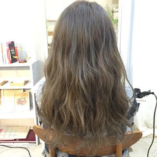 アッシュ セミロング 外国人風 愛され ヘアスタイルや髪型の写真・画像