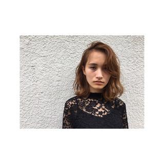 外国人風 パーマ ミディアム フェミニン ヘアスタイルや髪型の写真・画像