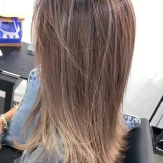ミルクティーベージュ セミロング ヘアアレンジ スポーツ ヘアスタイルや髪型の写真・画像