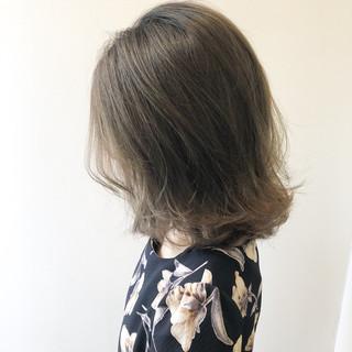 ミルクティーベージュ ガーリー シアーベージュ ミディアム ヘアスタイルや髪型の写真・画像